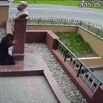Липецк.Поп целует статую сталину,статую!сталина! Прости Господи, этот пидор никакого отношения к вере иметь не может http://t.co/0D2UAo4ad5