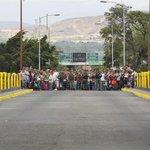Venezuela no abrirá frontera hasta que Colombia prohíba venta de productos venezolanos http://t.co/7P91vNphyn http://t.co/0xkXqFD1SL