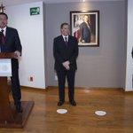 Por instrucciones del Pdte @EPN, el Srio @OsorioChong dio posesión a @JoseAMeadeK como Titular de @SEDESOL_mx http://t.co/DxFHuWffgp