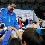 """Maduro no abrirá frontera si Colombia no """"prohíbe"""" contrabando de Venezuela http://t.co/SyW6lzRImm http://t.co/xyByrmK6Nm"""