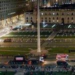 #LTenVivo | Una panorámica del paso de los camiones frente a La Moneda http://t.co/C1jigKFoN1 http://t.co/PxStXaBRDE