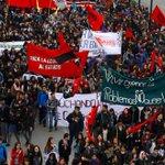 Más de 80 mil estudiantes marcharon hoy en Santiago... pero no son dueños de camiones https://t.co/v9TTURl9S5 http://t.co/Lk1oL7cD2A