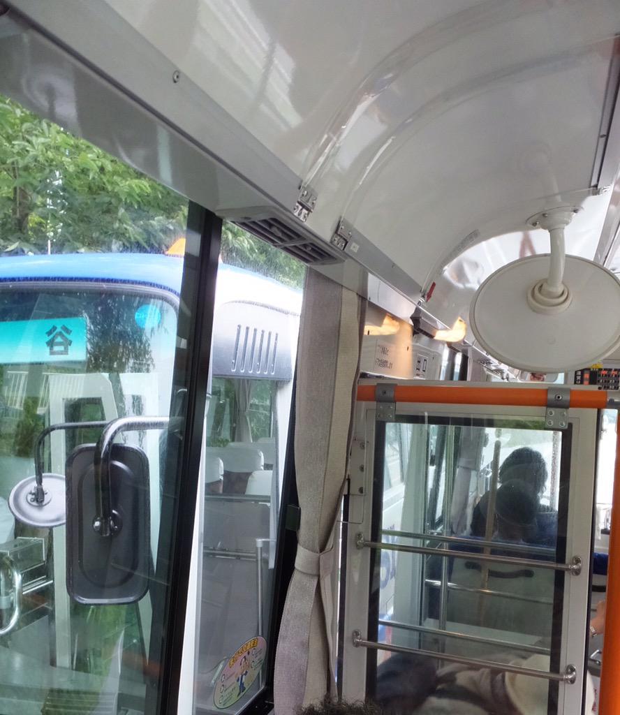 備北バスと市営バスのドアの位置をピッタリ合わせて乗り換え。これはスゴイ。 http://t.co/cgX2YhySZF