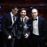 صورة : القائد انيستا ، أفضل لاعب في أوروبا ليونيل ميسي ، ثاني أفضل لاعب في أوروبا لويس سواريز http://t.co/gNIO41Nsgt