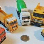 Y los camiones rodearon a la moneda http://t.co/Y67SXT1k1B