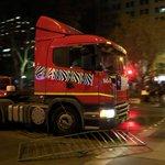 Rápido paso por Alameda, agresiones y reunión con Gobierno tras llegada de camiones http://t.co/ryy6KubcGe http://t.co/or5N5upkmI