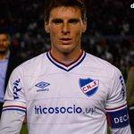 Al ser expulsado Iván Alonso le entregó la cita a Santiago @ColoRomero5 jugador con calidad y una entrega tremenda! http://t.co/p48C1SbYyK