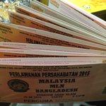 Ok siapa nak tiket friendly Harimau Malaya esok? Agak2 sampai tak 300 RT? Sampai je, kita bagi. #KamiTeamMalaysia http://t.co/E738M2CVrn