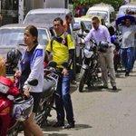 Hasta 5 horas de cola hacen en Cúcuta para llenar tanque de gasolina http://t.co/7ShYfr9Blm http://t.co/Lru68UPVUe