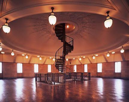 国会議事堂の先端内部。コレ驚いた。 http://t.co/THhDMPjdJs