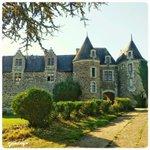 Connaissez-vous le #château de Blaison-Gohier en #Anjou ? Un joli #patrimoine près d#Angers . #jaimelanjou http://t.co/cCesW5Uo2y