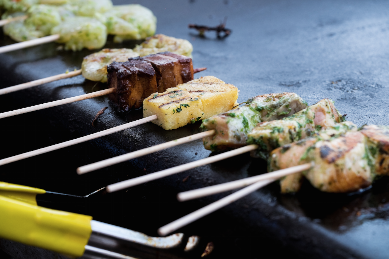 Customise your BBQ on the terrace with a choice of 10 different skewers, sauces and sides #columbia #dthdocklands http://t.co/6Yp1I3o7r7