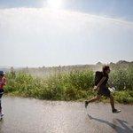 Dalla Grecia allUngheria, i confini attraversati dai migranti nelle foto di Valerio Muscella. http://t.co/bWxAGonVWj http://t.co/HDCwLOOavg