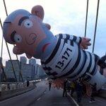 Pixuleco em São Paulo. A Globo fechou as persianas para não mostrá-lo na TV. #LulaNuncaMais http://t.co/JPYb7UytuY