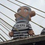 Lula Inflado na Ponte Estaiada, uma imagem q já nasceu histórica! #LulaNuncaMais http://t.co/8M3bqZcQef http://t.co/8M3bqZcQef