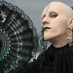 Estilo de vida gótico atrai pessoas com tendência à depressão? Estudo vincula moda a problema http://t.co/7uWkxJrVGZ http://t.co/zaD3y2Tkwy