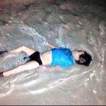 كانوا بأمان في وطنهم #سوريا حتى اتاهم مثيري الفتن متلبسين ثوب الدين فهجروهم لطلب الموت ???????????? لعن الله من شارك بقتلكم http://t.co/507KVojI7I
