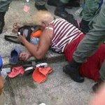 Abuelita muerta en el tumulto de Mercal d Sabaneta d Barinas. http://t.co/lrGAhI8PJl