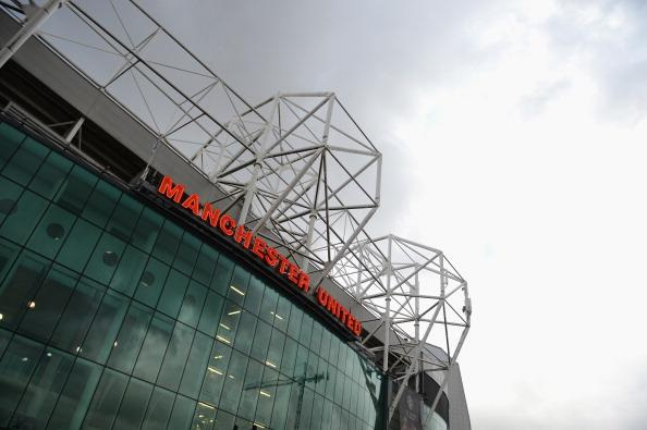 Two #MUFC fans have been arrested after a train passenger was racially abused, police say http://t.co/GCr0w2OPPy http://t.co/gQxjRZE9xv