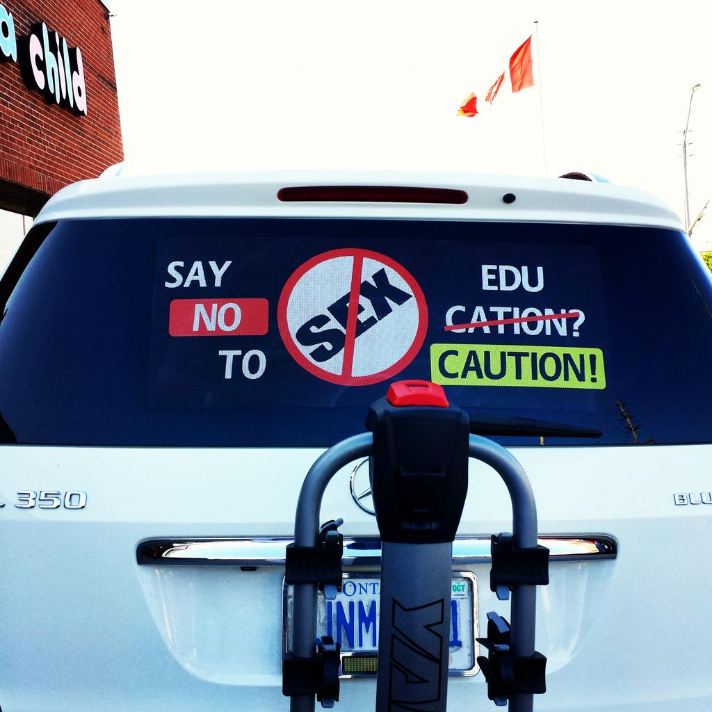 "#ONpoli #Edu cc: @Kathleen_Wynne in #Ontario: The #parents have spoken? #SexEd ""SAY NO TO..."" ♀♂ un#FunnyFriday http://t.co/F74SVKnQTN"