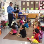 A captive audience! 1st graders @ Estes Elem. are leaning about weather from @Byron14News! @14News #14OnTheRoad http://t.co/jTcwrv97Y7