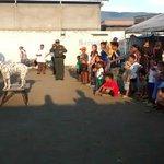 Acompañamos a nuestros compatriotas: @PoliciaColombia http://t.co/OG0bFeQW75 http://t.co/el4XwTUZ5g