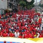 Así se ve la marcha de los trabajadores petroleros y mineros camino a Miraflores | #YoMarchoXLaPazDeVzla http://t.co/vZcdKX5T66