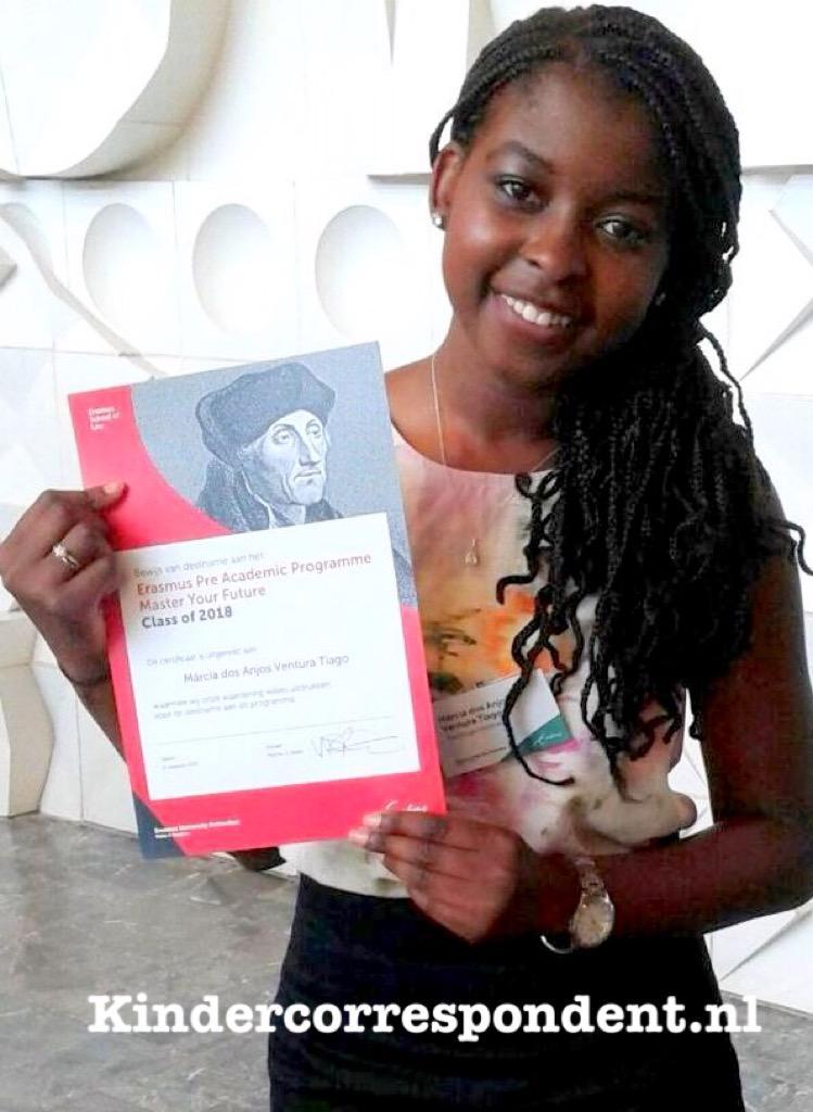 Márcia (18),begon net studie rechten aan Erasmus. Woont 15 jaar in NL, vandaag opgepakt, volgende week naar Angola. http://t.co/Xj0EEyhTqS