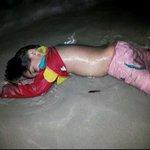 خليكم عم تتقاتلوا عالكرسي والمنصب والمال، بينماجثث أطفال #سوريا تنتفخ على سواحل أوروبا. تفووو عليكم موالاة ومعارضة???? http://t.co/hq6T3ZiJT3