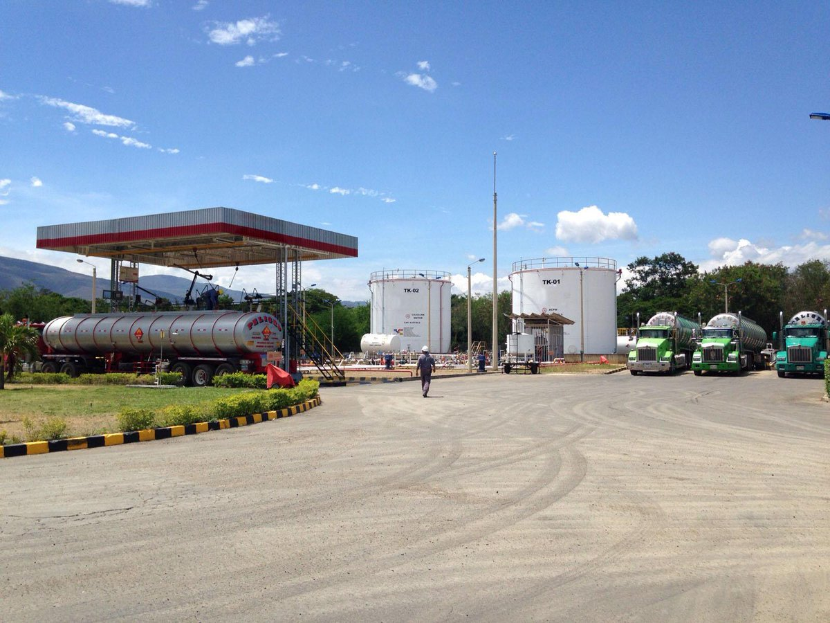 Alcalde @DonamarisRPL y Vice @cferaso visitaron planta de abastecimiento en Cúcuta #AtenciónFrontera http://t.co/ItfXrb5Lzo