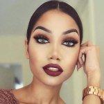Je ne sais pas qui elle est, mais elle est 100 fois plus jolie sans maquillage ???? http://t.co/e18fL039Pn