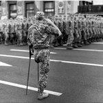 """. Если все отбросить, оба участники войны на Донбассе Один защищал Украину, второй """"Русский мир"""" Почести по заслугам http://t.co/nUQN0ENTNo"""