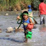 NO SE EQUIVOQUEN! Esta imagen no es en Siria sino en #Colombia, son nuestros Niños expulsados de Venezuela► http://t.co/DpyMonbfrU