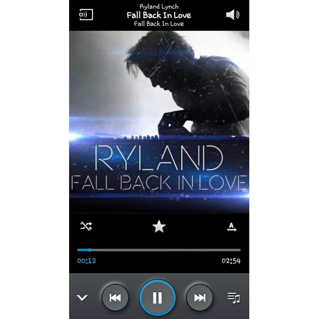 #FallBackInLove @rylandR5 💙 The best DJ of my world 💟 http://t.co/1bQSXP4TK3