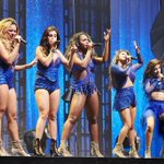 WHY ARE PEOPLE GIVING UP? STOP IT AND VOTE NOW! #WorthItVMA http://t.co/VgO9ZNuflp