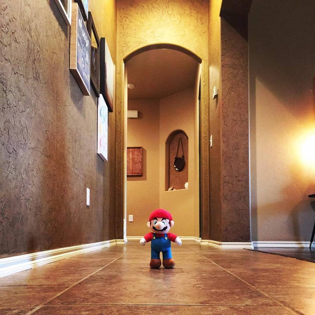 I just walked up to this. NOT CREEPY AT ALL, NOPE. #mario http://t.co/yrqLMLwEQq http://t.co/eZCik6XA3A