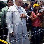 Mons Mario Moronta llega a la frontera colombovenezolana para reunirse con su homólogo de Cúcuta, Mons. Víctor Ochoa http://t.co/4RKNfkChYH