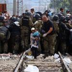 #fotodelgiorno Balcani, laltra rotta dei migranti: le foto simbolo di una tragedia http://t.co/pbNyFoCdZc http://t.co/KkzW3yueyf