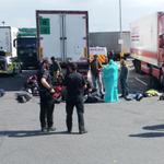#GranBretagna è un italiano di 50 anni luomo alla guida del camion con i migranti http://t.co/he1ZOLPqZJ http://t.co/mKtXJ9x2J5