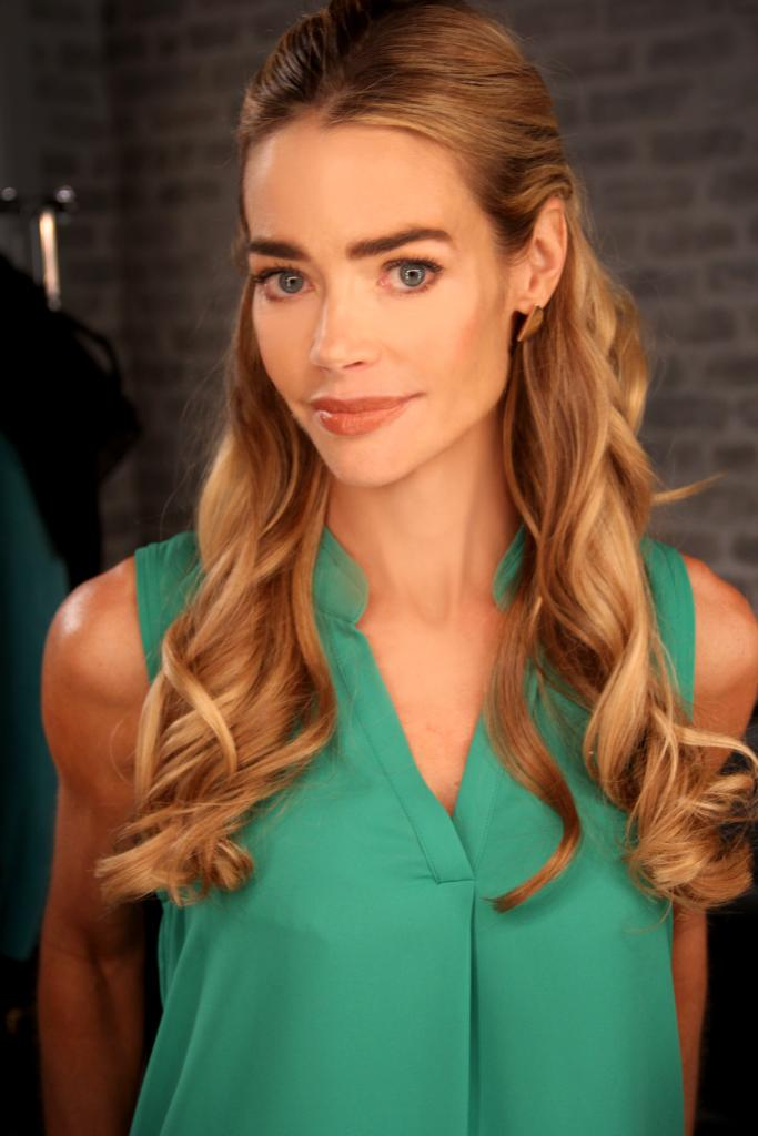 RT @iTunesTV: Less than 1 hour 'til our live chat with @DENISE_RICHARDS Follow us and #AskDenise a question. http://t.co/JNOIVdnhTq http://…