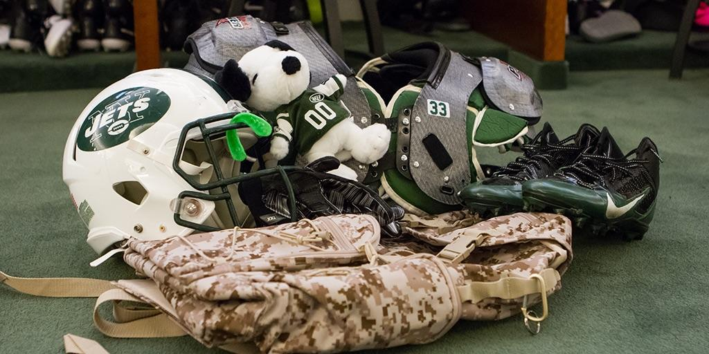 #Snoopylife is the #jetlife. #Metlifebowl TOMORROW. http://t.co/bYFyEuR2Ss