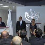 Siguiendo la instrucción del Presidente @EPN, hoy di posesión de la Dirección General del @ISSSTE_MX a @ReyesBaeza. http://t.co/pfsyb6ouPH