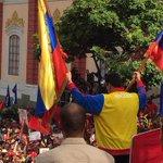#Atención: @NicolasMaduro cierra más pasos fronterizos con Colombia en Táchira http://t.co/s92OuYiZ5L http://t.co/2uLBwvB6lz