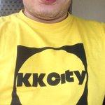 Admin pakai baju kuning juga hari ini tapi bukan baju #Bersih4 ahh baju #KKCity 😅✌🏻️ http://t.co/ma9SQyQ42K