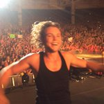 """@Ashton5SOS: You brought everything you had for us tonight Boston! ur! 20,000 epic people! http://t.co/ZNsB4NtKdj""  #sheskindahotvma u"