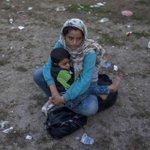 لم يهاجروا ترفاً هم يبحثون عن الأمان بعد أن أغلقت الحدود العربية #سوريا #مأساة_القرن #استضافة_لاجئي_سوريا_واجب_خليجي http://t.co/rBTPEp5gm5