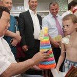 Кобзону тоже надо было дать усеченную медицинскую визу в Европу.  На получение одной пирамидки. http://t.co/hZcpePnt15