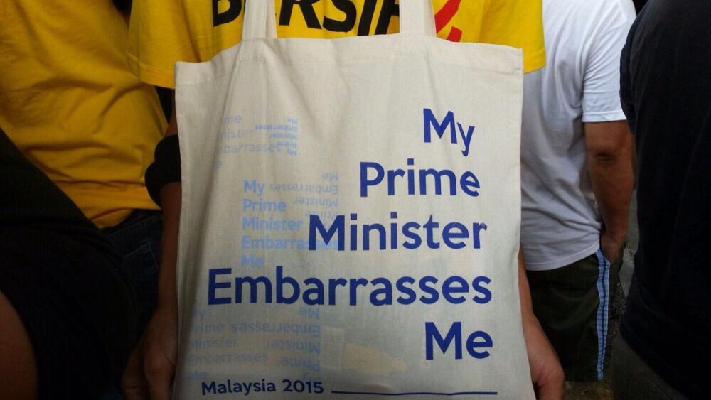 Shoppers in #Malaysia. #1mdb #najib #bersih4 http://t.co/4XawZw5Sf6
