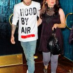 Zayn saindo para jantar com sua mãe em Los Angeles. (28.08.2015) #2 #MPN #ONEDIRECTION http://t.co/MZ6cmfux48