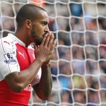 HALF-TIME Newcastle 0-0 Arsenal. Mitrovic sees red for the hosts, while Walcott twice goes close in a lively 1st half http://t.co/fTMT7y68NA